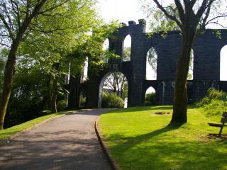 обои Старый замок у сквера фото