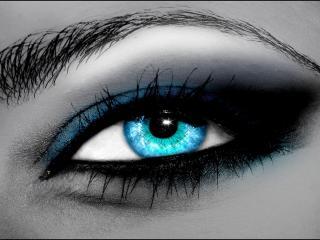 обои Макияж глаза - Голубые тени, черный карандаш, блестки фото