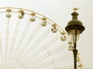обои Старинный фонарь и колесо обозрения фото