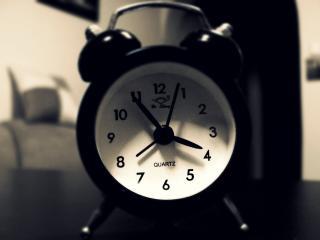 обои Кварцевый черно-белый будильник фото