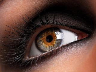 обои Макияж глаза - Темные тени с блестками и изумительно длинные ресницы фото