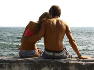 обои Влюбленные у моря фото