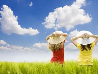 обои Двое девочек в шляпках от солнца фото