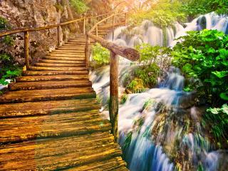 обои Деревянный мостик через водопад фото