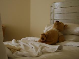 обои Мишка тащится в постеле фото