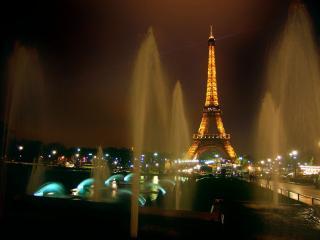 обои для рабочего стола: Ночной Париж в фонтанах