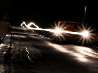 обои Рисунок фар на ночном шоссе фото