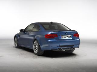 обои BMW M3 Coupe 2011 вид сзади фото
