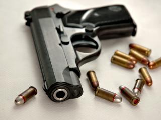 обои Пистолет  9мм и  патроны фото