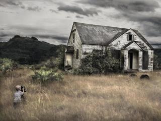 обои Старый дом в поле фото
