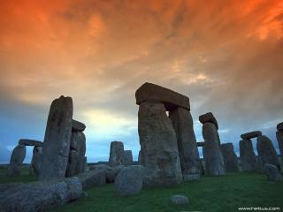 обои Рукотворные каменные изваяния с острова Пасхи фото
