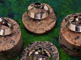 обои Платиновые кольца с камнями фото
