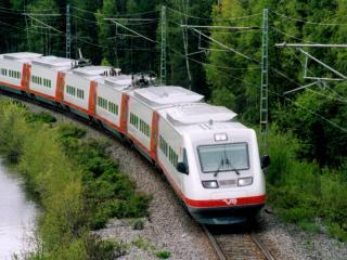 обои Лесной пассажирский поезд фото