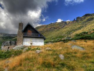 обои Маленький домик на фоне красивого пейзажа фото