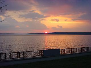 обои Воткинский пруд на закате весной фото