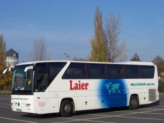 обои Туристический автобус на стоянке фото