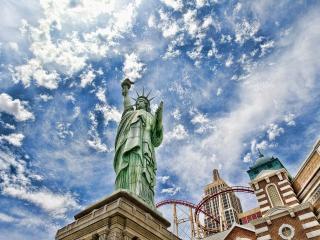 обои Статуя свободы,   вид снизу фото
