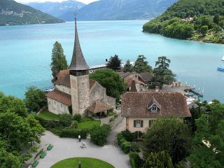обои Замок в Швейцарии на берегу красивого озера фото