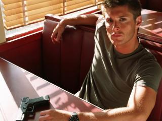 обои В придорожном кафе с пистолетом фото