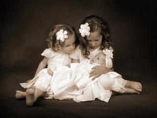 обои Три сестрички на полу фото