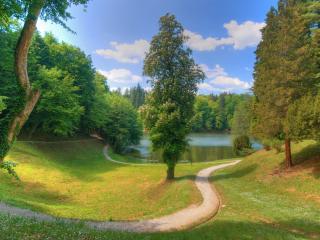обои Дорожки в парке у пруда фото