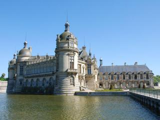 обои Замок Шантильи. Мост через реку. Франция фото