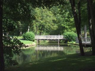 обои Парк. Мост через пруд. Франция фото