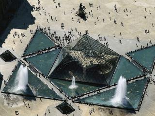 обои Пирамида в музее Лувр. Вид сверху. Париж. Франция фото