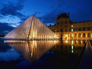 обои Пирамида в музее Лувр. Ночной вид. Париж. Франция фото