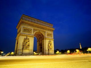 обои Триумфальная арка в свете фонарей. Париж. Франция фото