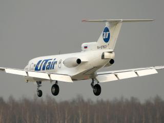 обои Самолет выпускает закрылки перед посадкой фото