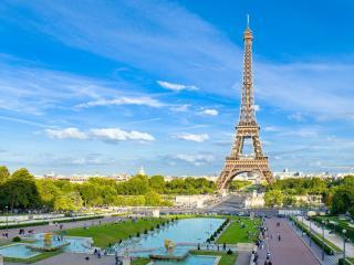обои Площадь у Эйфелевой башни в Париже фото