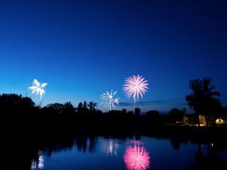 обои Салюты в ночном небе фото