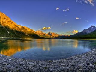 обои Красивая природа на берегах озера фото