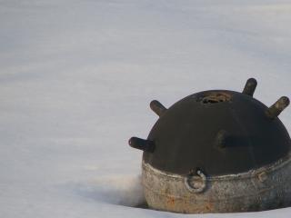 обои Мина подводная на снегу фото