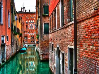 обои Узкая улочка Венеции фото