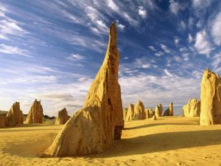 обои Одинокие скалы в пустыне фото