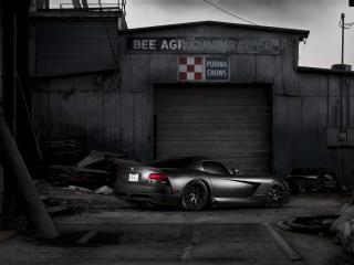 обои Dodge Viper в переулке ночью фото