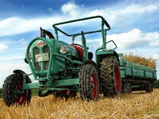 обои Трактор в поле с прицепом фото