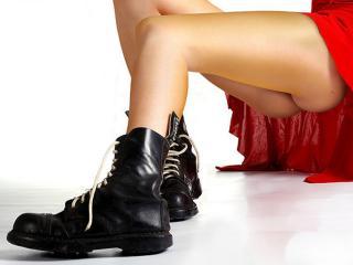 обои Высокие чёрные ботинки фото