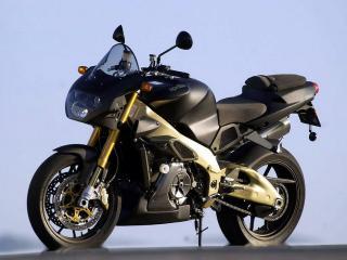 обои Мотоцикл Априлия с накладками цвета бронзы фото