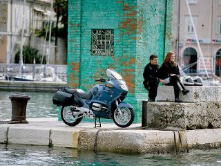 обои Мотоцикл БМВ у пруда фото
