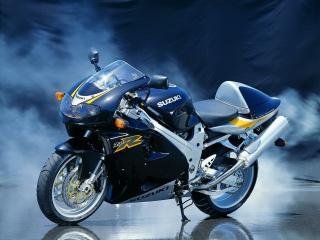 обои Мотоцикл Сузуки в сизом дыму фото