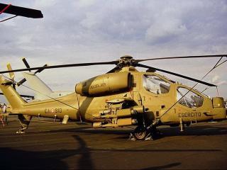 обои Военный вертолет песчанной раскраски фото