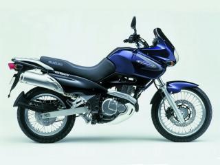 обои Легкий и мощный мотоцикл Сузуки фото