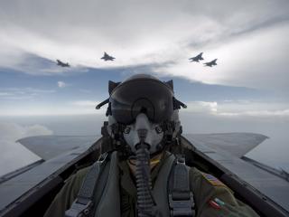 обои Пилот военного истребителя фото