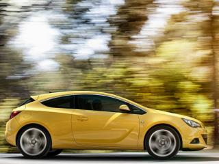 обои Желтая Vauxhall-Astra GTC на скорости фото
