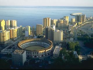 обои Круглый стадион в мегаполисе фото