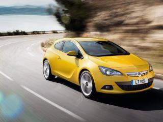 обои Желтый Vauxhall-Astra GTC на трассе фото