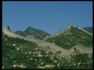 обои Холмы изрезаны Великой Китайской стеной фото